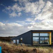 طراحی معماری خانه روستایی مدرن – خانه سیاه